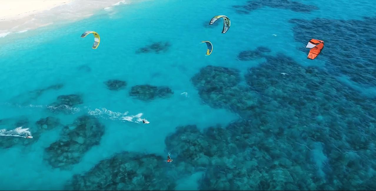 kiteboarding-in-bermuda-reefs.png